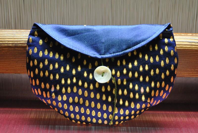 西陣織 金襴 滴紋様ポーチ