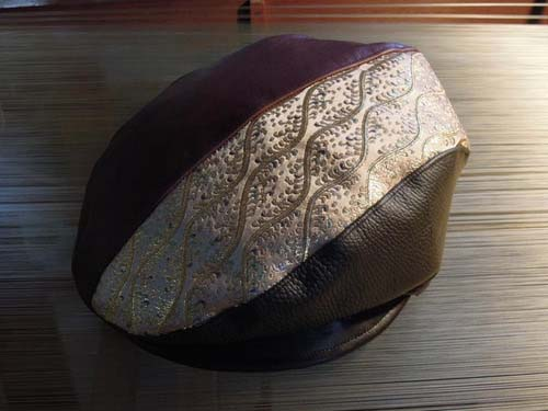 西陣織 金襴 正絹 革と立枠波頭模様金襴のハンチング