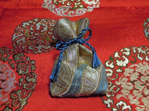 西陣織金襴地 燕矢紋様 匂袋