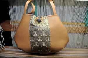 西陣金襴独楽つなぎ紋様のバッグ