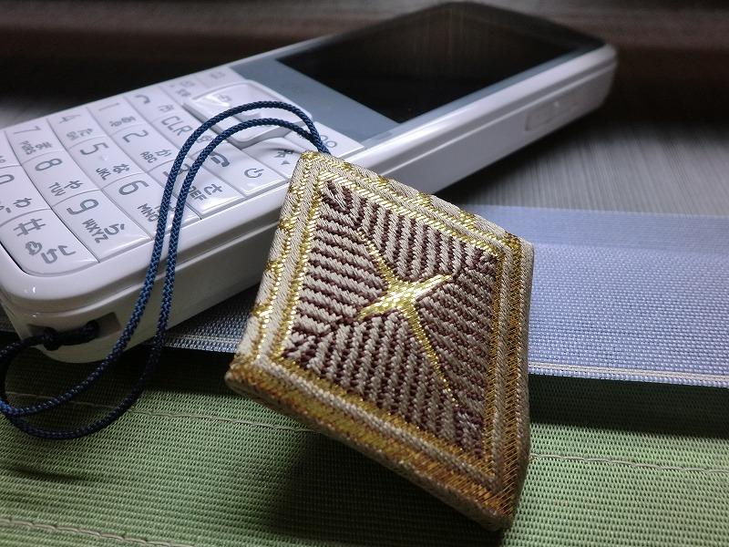 西陣織金襴 全正絹 菱重ね紋様ストラップ