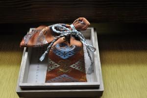 正絹本金 匂い袋~サビ朱地 武田菱宝尽し紋