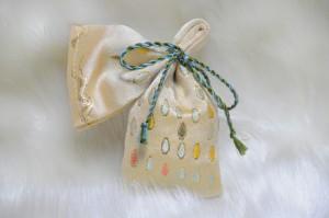 淡黄地 西陣金襴滴紋様 匂い袋B
