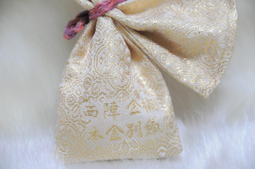 全正絹 金沢産本金箔糸引箔 金襴地の匂い袋~淡黄地 蜀甲華紋紋様 A