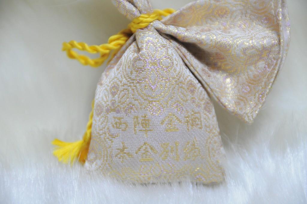 全正絹 金沢産本金箔糸引箔 金襴地の匂い袋~淡黄地 蜀甲華紋紋様 B