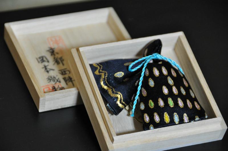 西陣金襴匂い袋~紺地 滴紋様