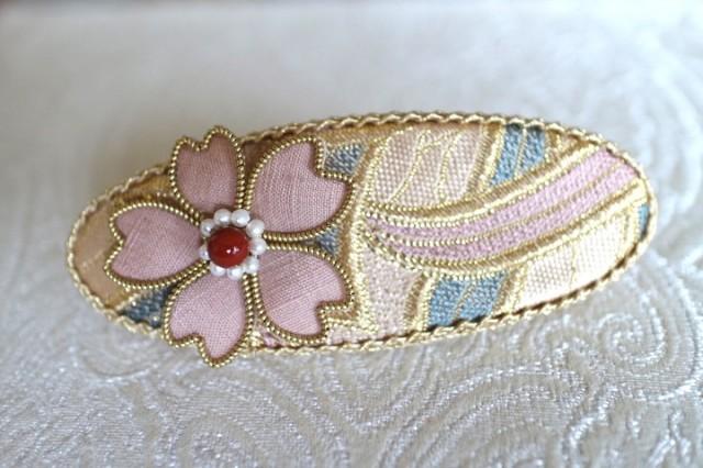 桜のバレッタ~西陣金襴燕矢紋様使用