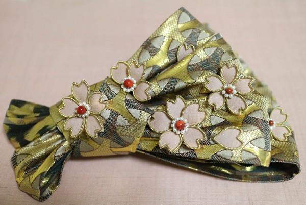 桜の髪飾り~西陣金襴独楽繋ぎ紋様使用