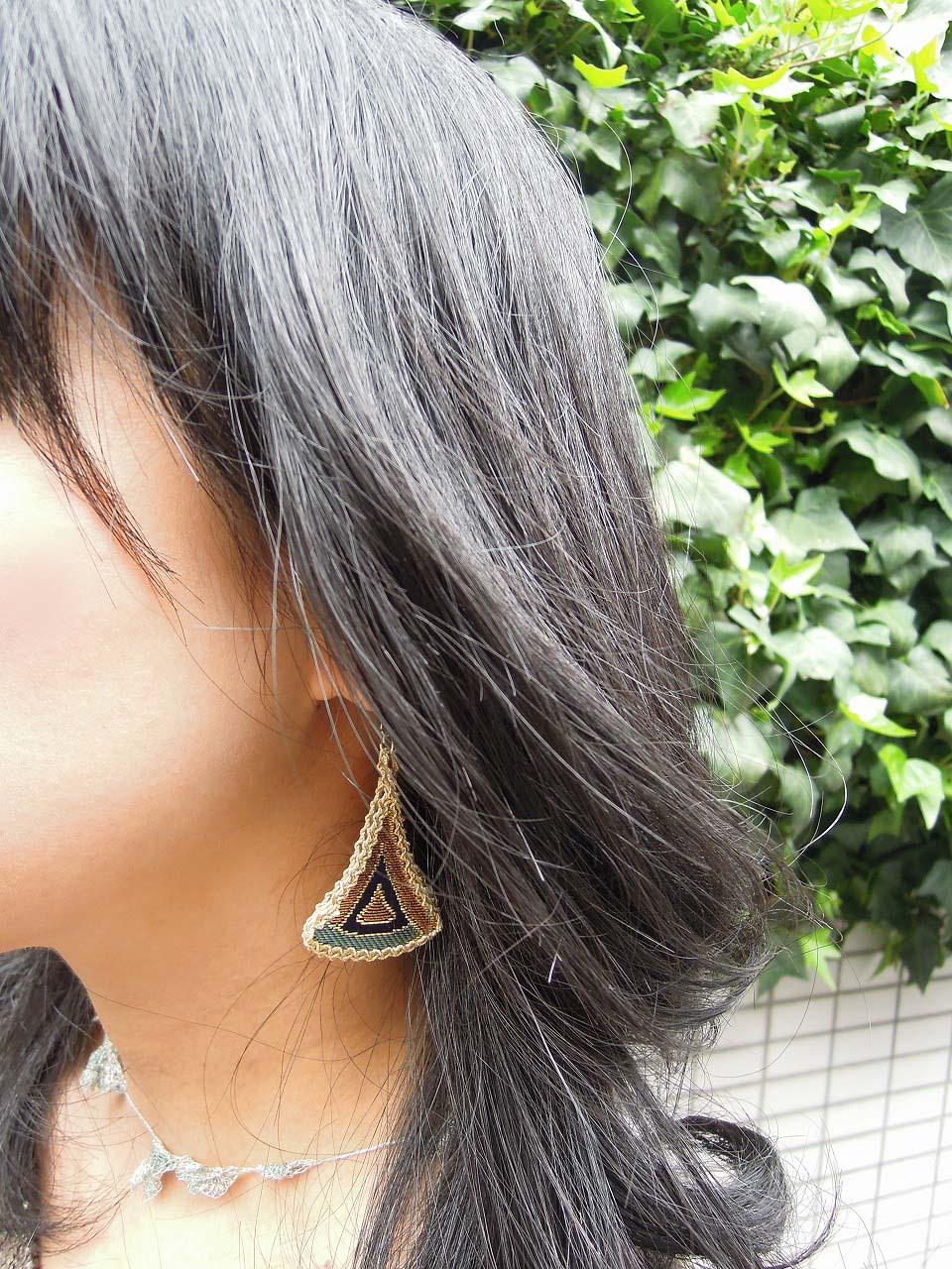 三角ピアス~西陣金襴羽重ね紋様使用