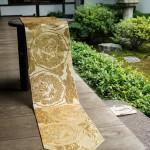 陣金襴 散雲丸龍テーブルランナー