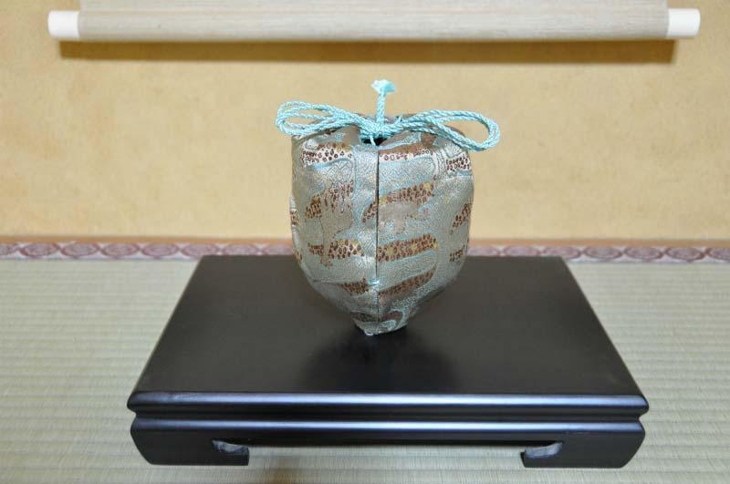 西陣織 金襴 正絹 アフリカ紋様 仕覆