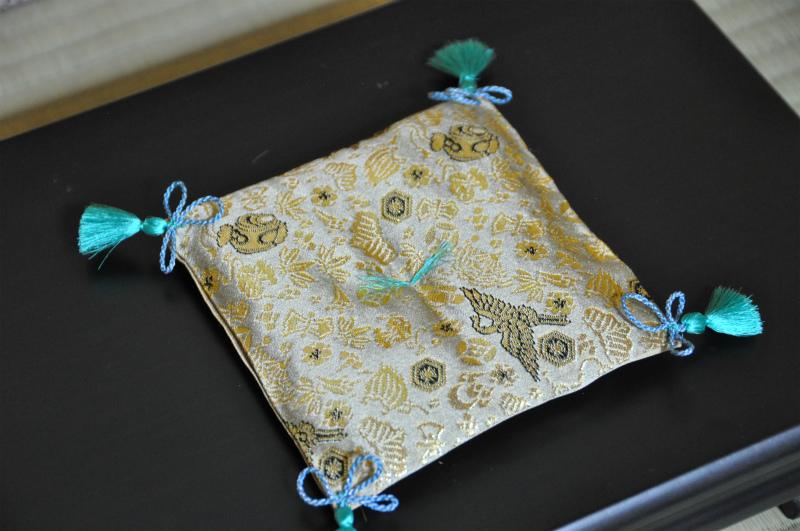 西陣織 金襴 正絹 宝尽し紋様 宝物用座布団