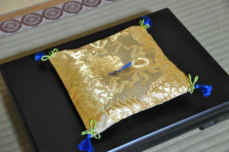 西陣織 金襴 正絹 散雲丸竜紋様 宝物用座布団