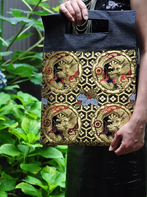 西陣織金襴 紺地亀甲丸龍 二つ折りクラッチバッグ