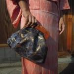 西陣織 金襴 正絹 葉脈紋様 木の口金のクラッチバッグ