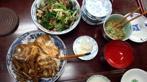 菜っ葉ときのこのおひたし。ごんぼさんと鯛のアラ炊き