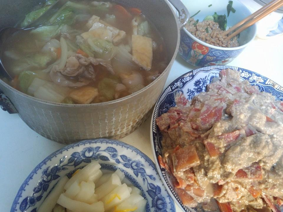 は白菜と豚肉のあんかけスープ、こんにゃくと金時人参、ごんぼさんの白和え。