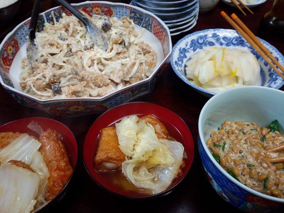白菜と練り物の炊いたん。玉ネギきのことコロッケの和え物。大根と柚子の漬け物