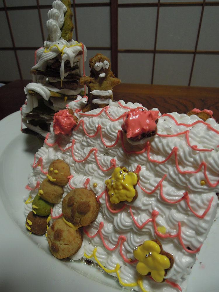 子供が作ってくれたクリスマスクッキーハウス