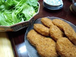 レタス、水菜、春菊のサラダ、ビーフコロッケ