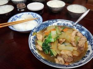 かしわと玉ねぎ、人参、白菜菜を甘辛く炊いたん