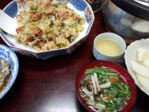 炒飯。野菜とキノコのスープ