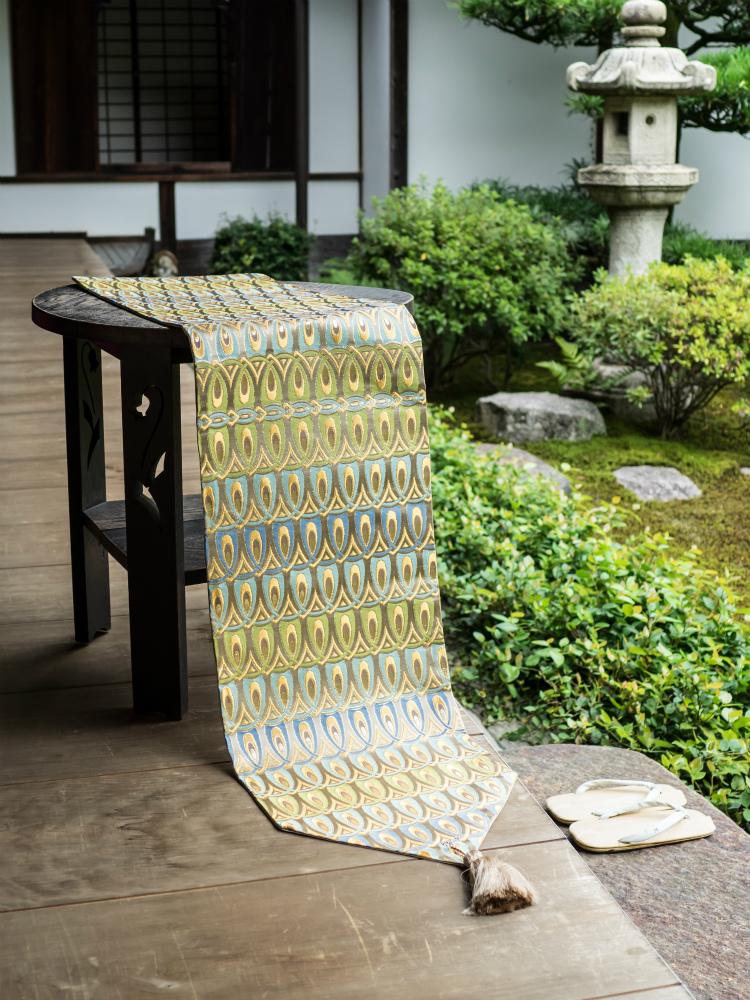 西陣織 金襴正絹 羽重ね紋様テーブルランナー