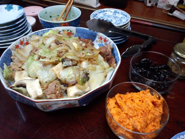 豚肉、玉ねぎ、エリンギ、レタスの炒めたん
