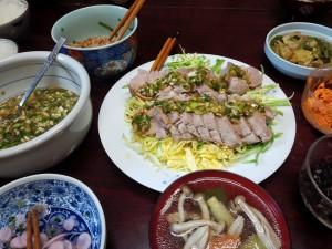豚ヒレ肉の簡易ハムの葱ソース掛け。ヒレ肉の出汁できのこスープ