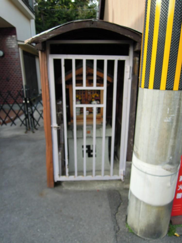 中京区壬生下溝町 西新道錦会商店街のお地蔵さん