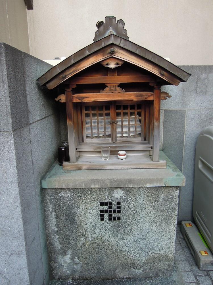 都市上京区戒光寺町のプラネシア星の子御所西の玄関口のお地蔵さん