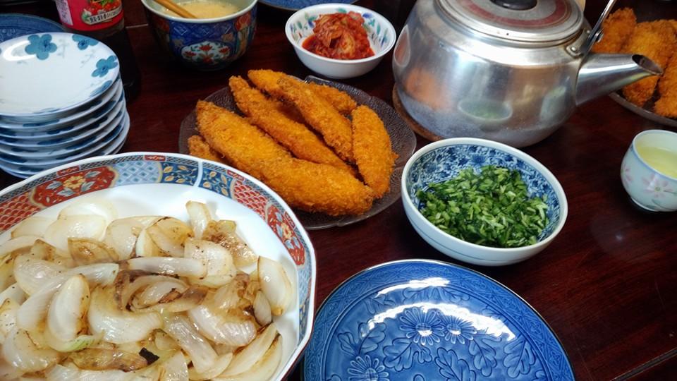 白身魚のフライ、新玉ねぎの炒めたん