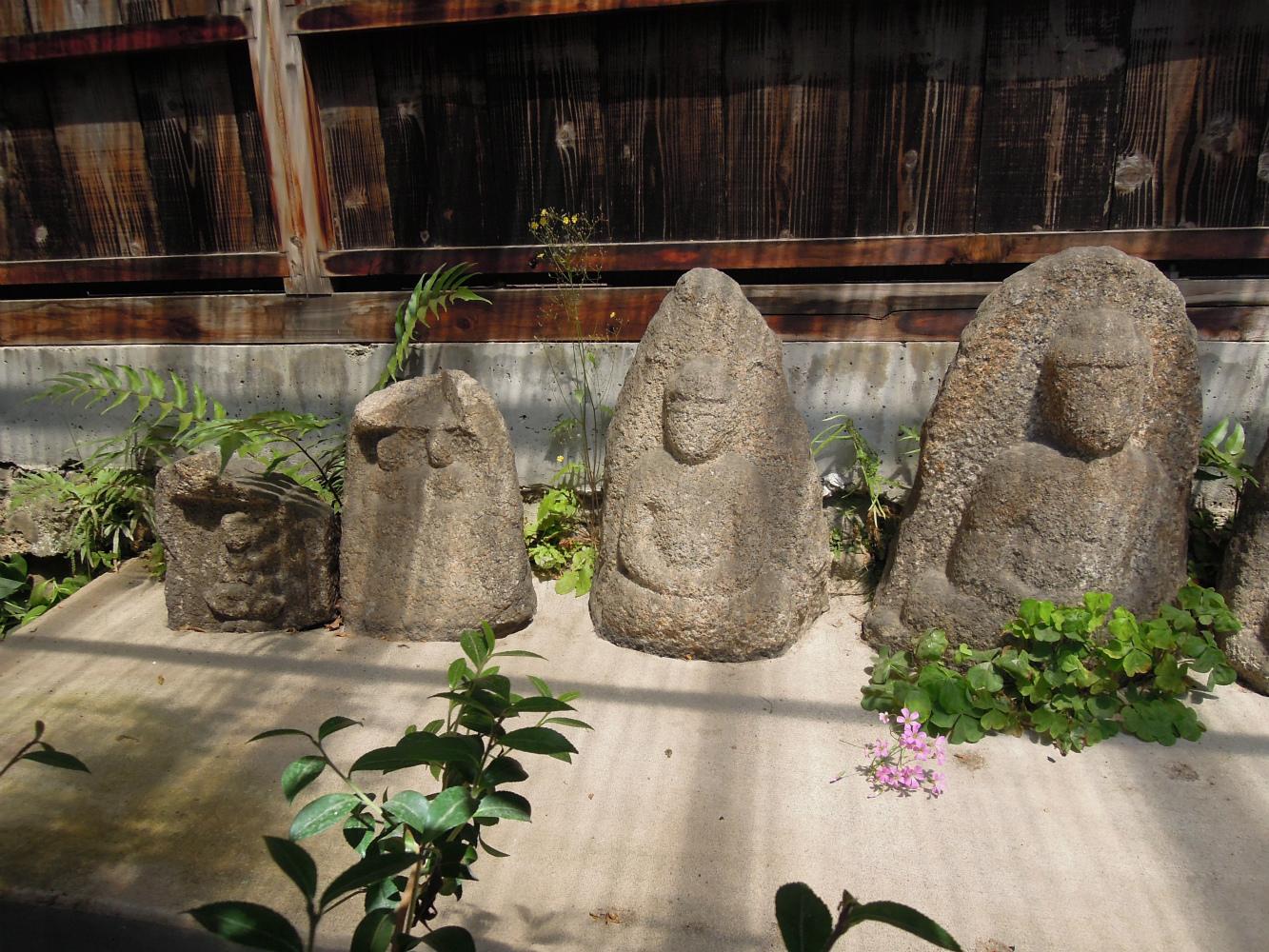 西陣 岡本織物のお隣さんの六地蔵