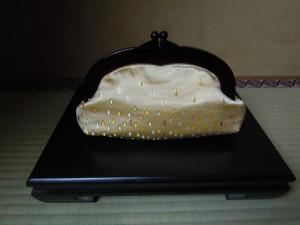 西陣金襴正絹 滴紋様 プラスティックがま口バッグ 大 正面
