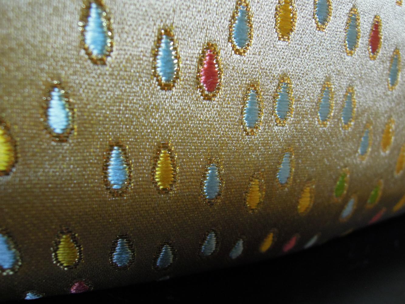 西陣金襴正絹 滴紋様 プラスティックがま口バッグ アップ