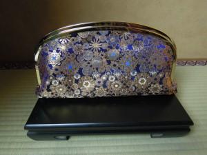 西陣金襴正絹 雪輪紋様 がま口クラッチバッグ 正面