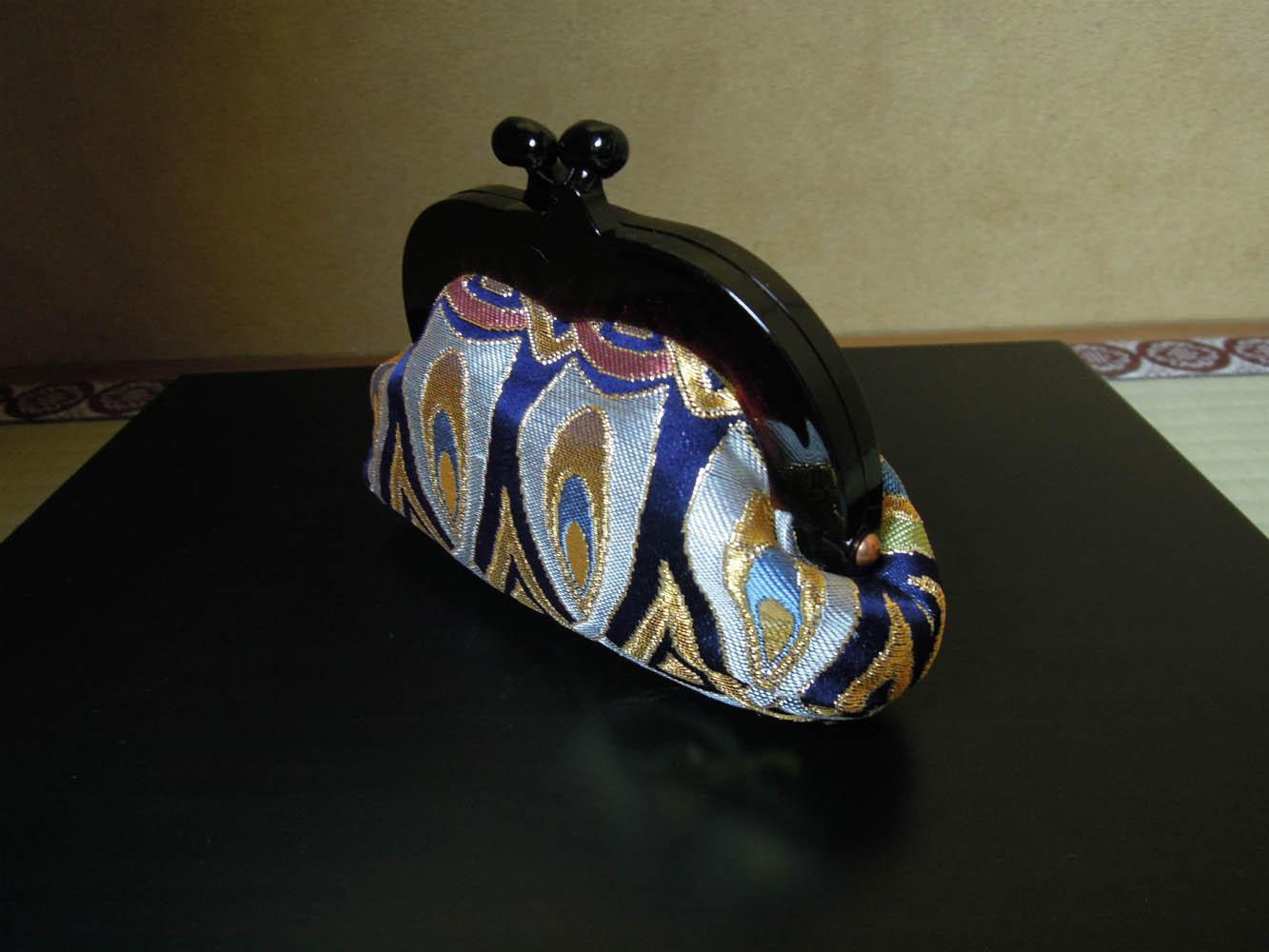 西陣金襴正絹 羽重ね紋様 プラスティックがま口バッグ 横 小