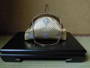 西陣金襴正絹  菱つなぎ紋様 丸いがま口バッグ 正面
