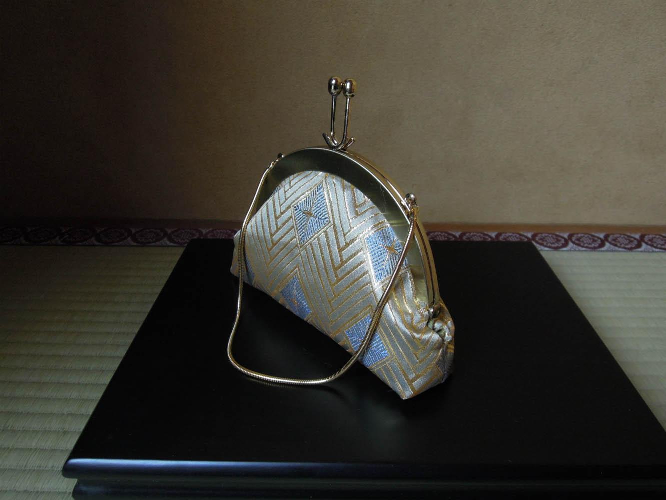 西陣金襴正絹  菱つなぎ紋様 丸いがま口バッグ 横