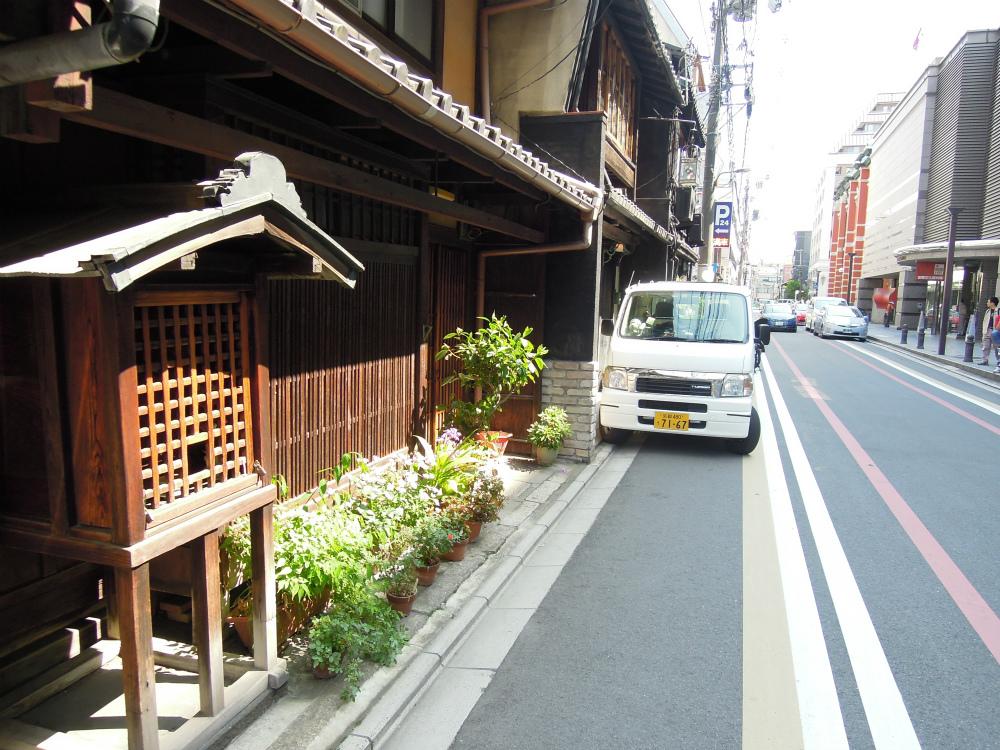 中京区高倉通三条上る東片町 文化博物館向かいのお地蔵さん