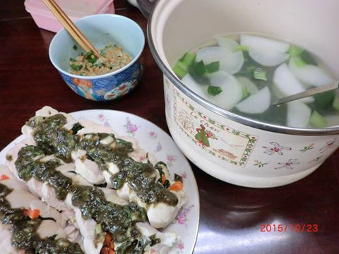 山椒葱黒胡麻味噌ソースの蒸し煮鶏