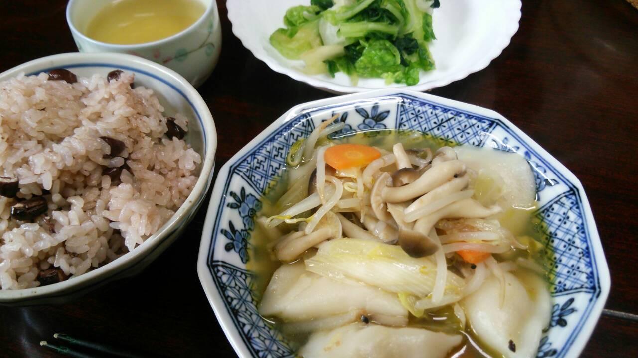 小豆ご飯とスープ餃子