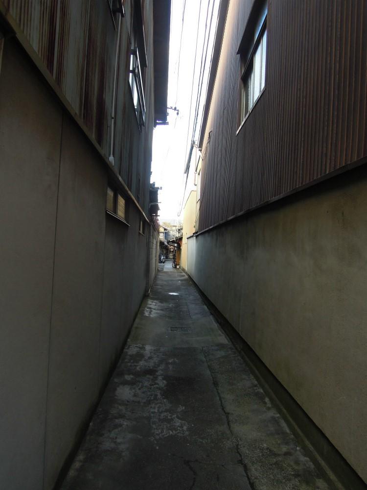 上京区一条通大宮西入鏡石町 路地のお地蔵さん
