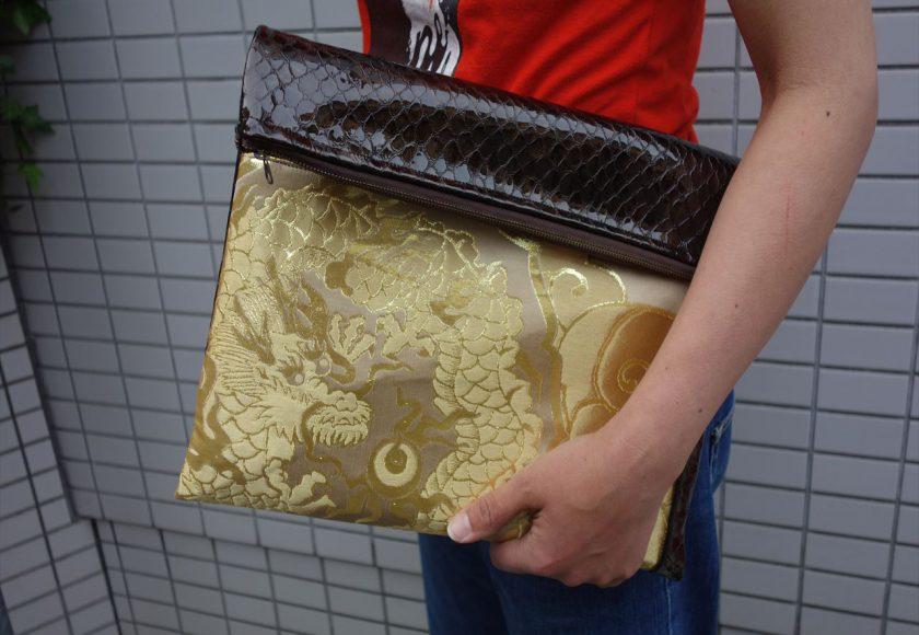 全正絹 西陣金襴 散雲丸龍紋様のクラッチバッグ