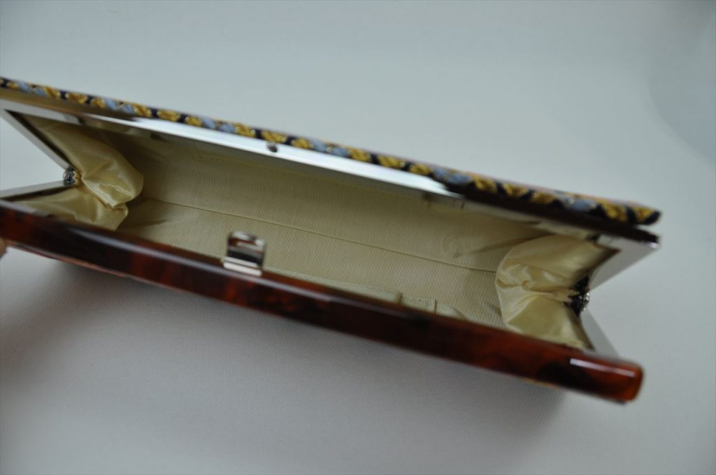 西陣織 金襴 全正絹 羽重ね紋様 クラッチバッグ