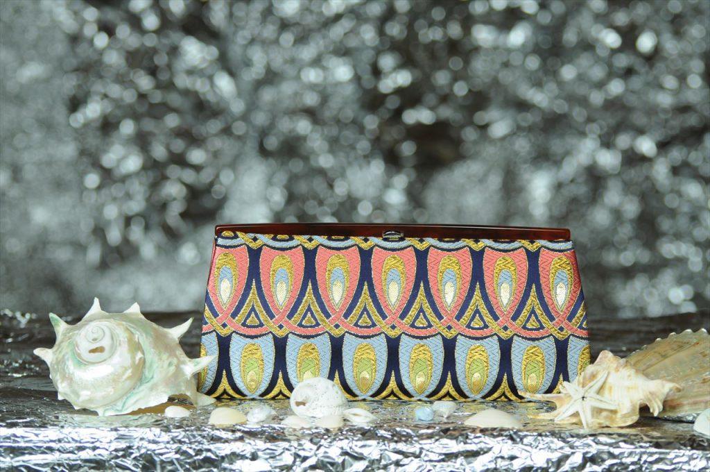 西陣織 金襴 全正絹 羽重ね紋様 クラッチバッグ 表