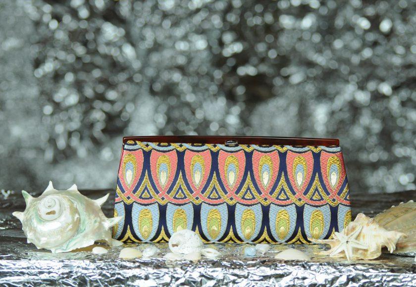 西陣織金襴 全正絹 羽重ね紋様 クラッチバッグ 表