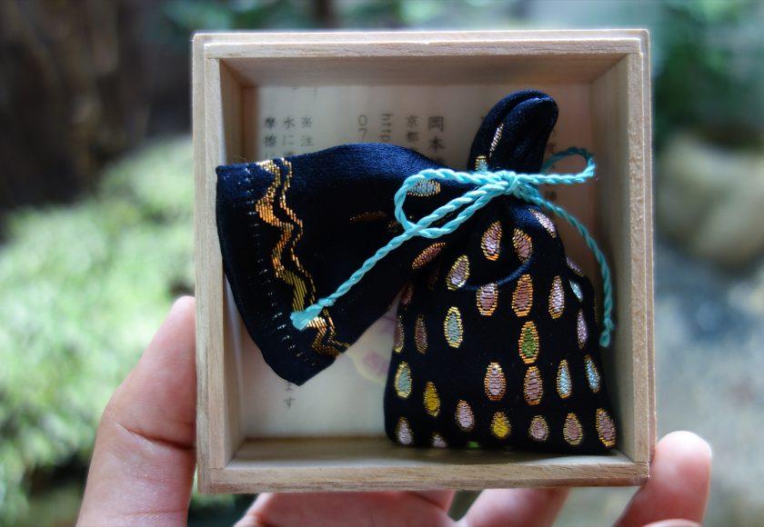 全正絹 金沢産本金箔糸引箔 匂い袋~ 滴紋様