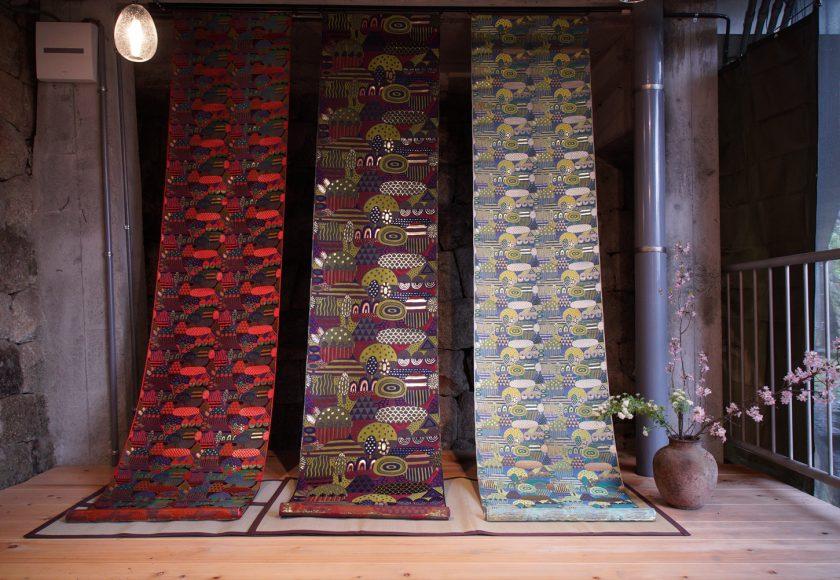 「西陣 岡本」と炭酸デザイン室のコラボレーション「光る山」西陣織 金襴 正絹