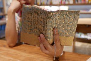 西陣織のブックカバー